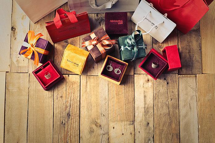 Jak nadać produktom luksusowy charakter? Wystarczy zaprojektować odpowiednio pudełko!